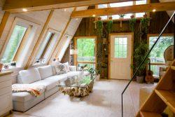 Wohnzimmer im Boho-Stil mit Wurzeltisch