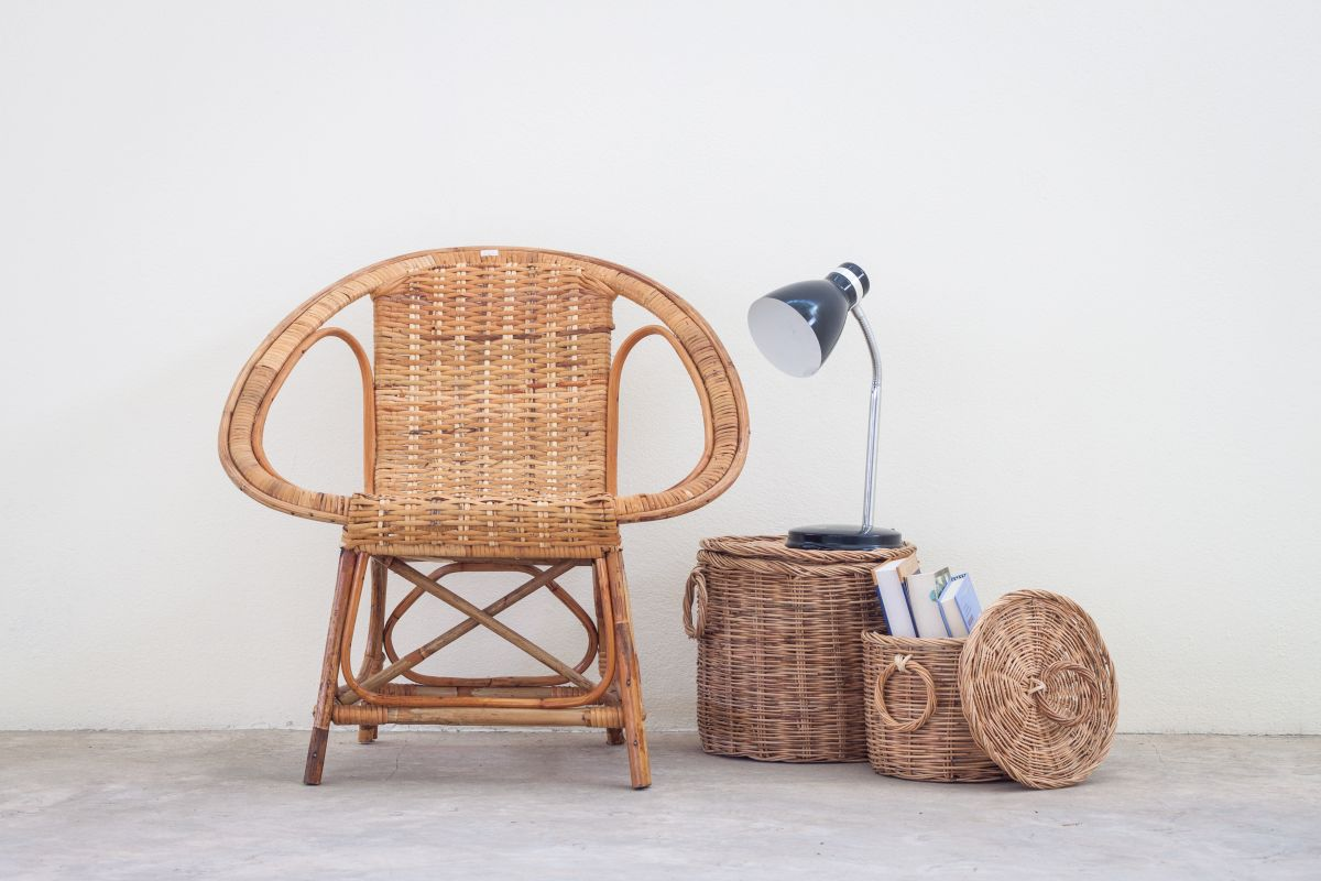 Flechtwaren Stuhl und Körbe