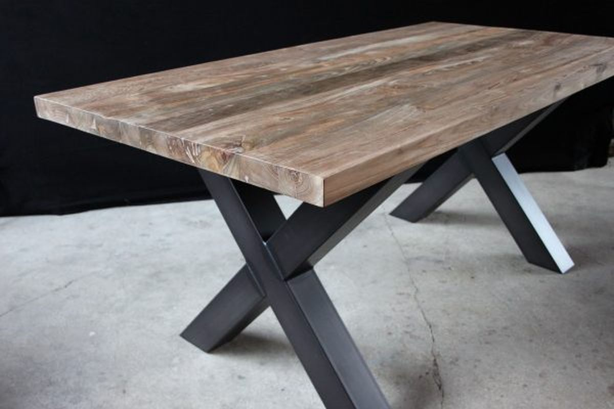 Tischplatte aus Teakholz mit Füßen aus Stahl
