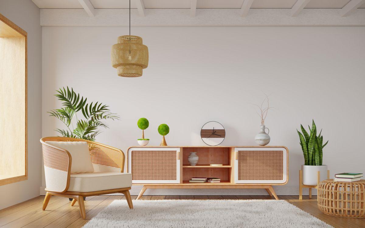 Sideboard und Stuhl mit Wiener Geflecht
